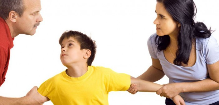 С кем остаются несовершеннолетние дети при разводе родителей