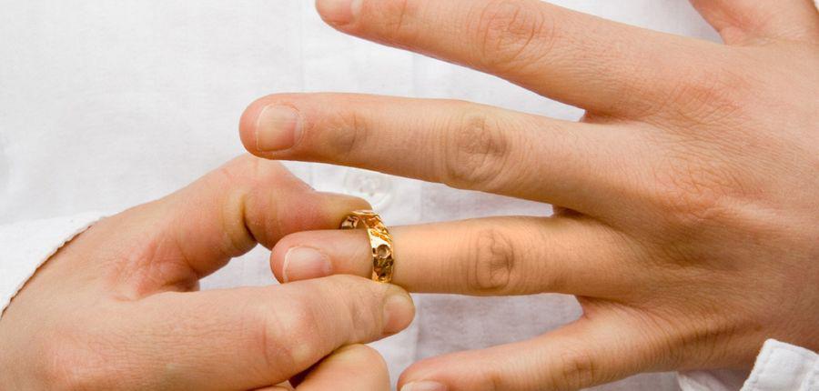 Обязательно ли присутствовать при разводе